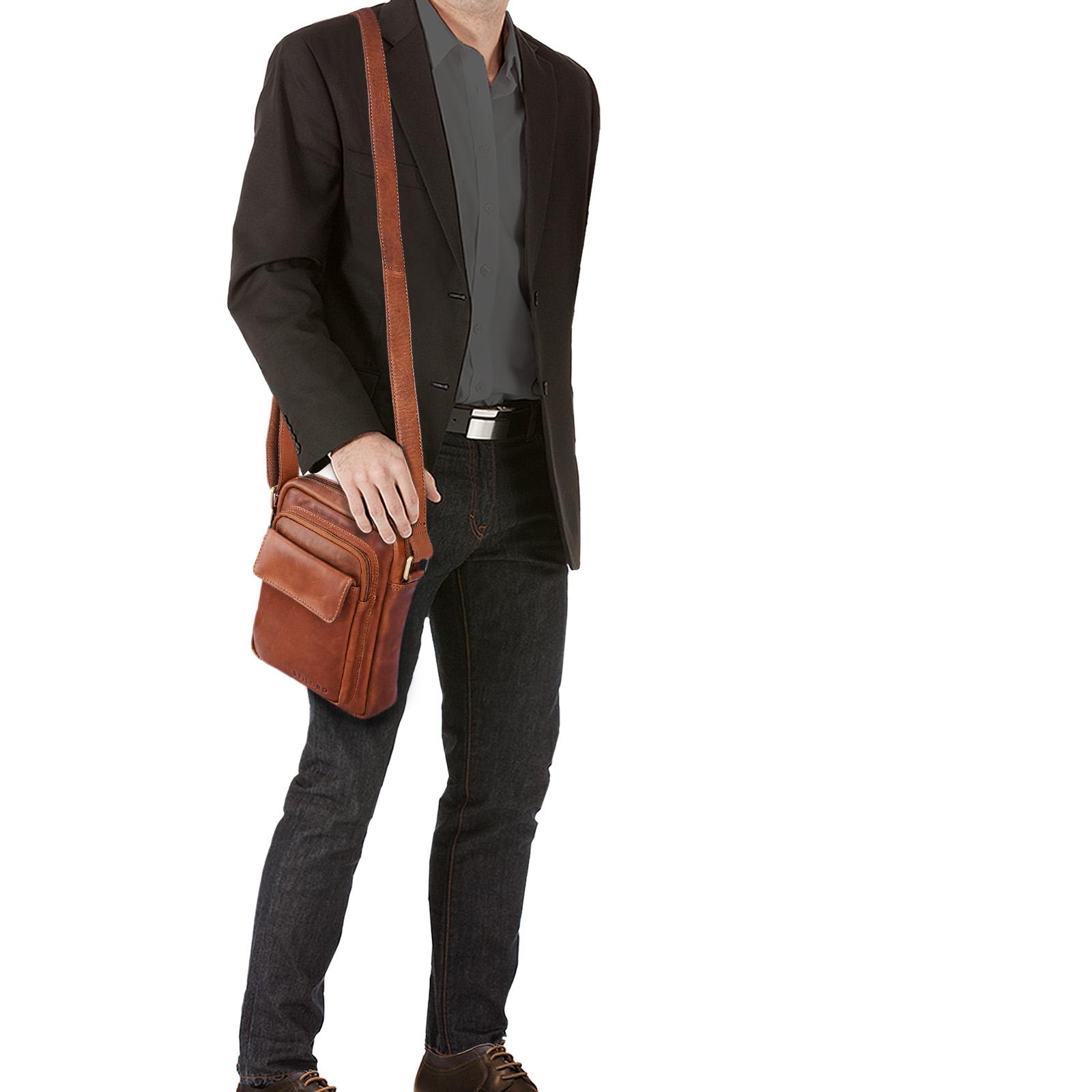 """STILORD """"Jannis"""" Leder Umhängetasche Männer klein Vintage Messenger Bag Herren-Tasche Tablettasche für 9.7 Zoll iPad Schultertasche aus echtem Leder - Bild 3"""